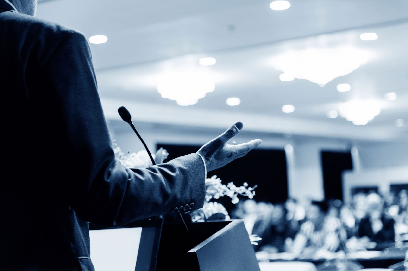7 Ways To Become An Amazing Public Speaker